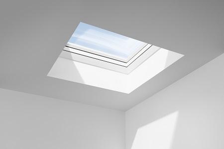 La nouvelle fenêtre courbe VELUX CurveTech® révolutionne les toits plats
