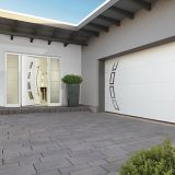 Porte d'entrée assortie à la porte de garage - Façade harmonisée